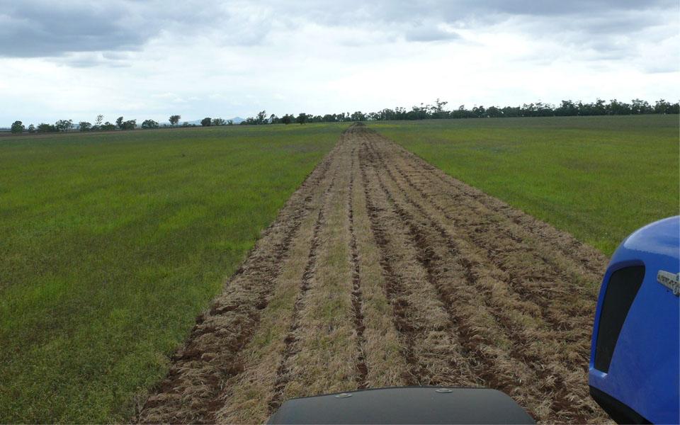Обработка почвы глубокорыхлителем ГР-3 велес-агро Австралия