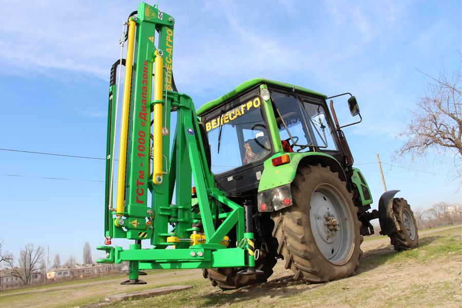 Погрузчик тракторный гидравлический ГСТм-1000 Диапазон навешен на трактор