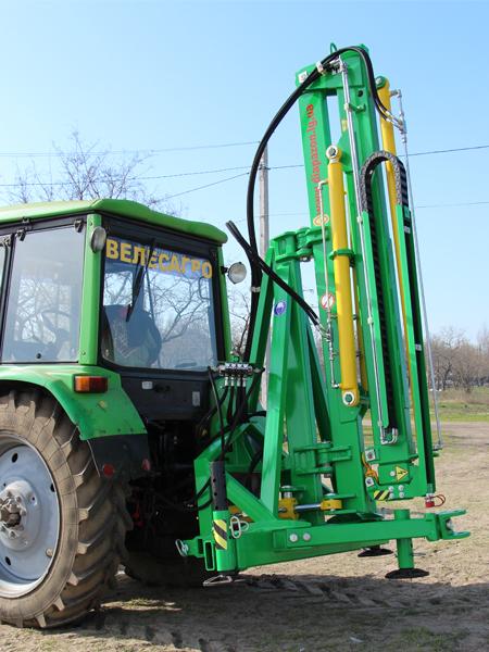 Погрузчик тракторный гидравлический ГСТм-1000 сложенный