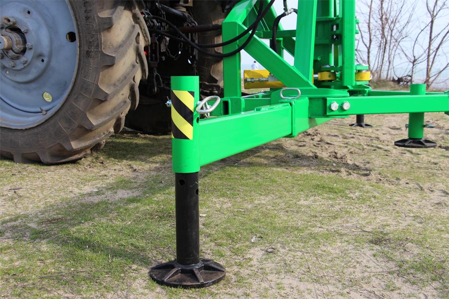 Погрузчик тракторный гидравлический ГСТм-1000 распорка упорная