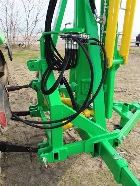 Погрузчик тракторный гидравлический ГСТм-1000 крепление навески и пульт управление